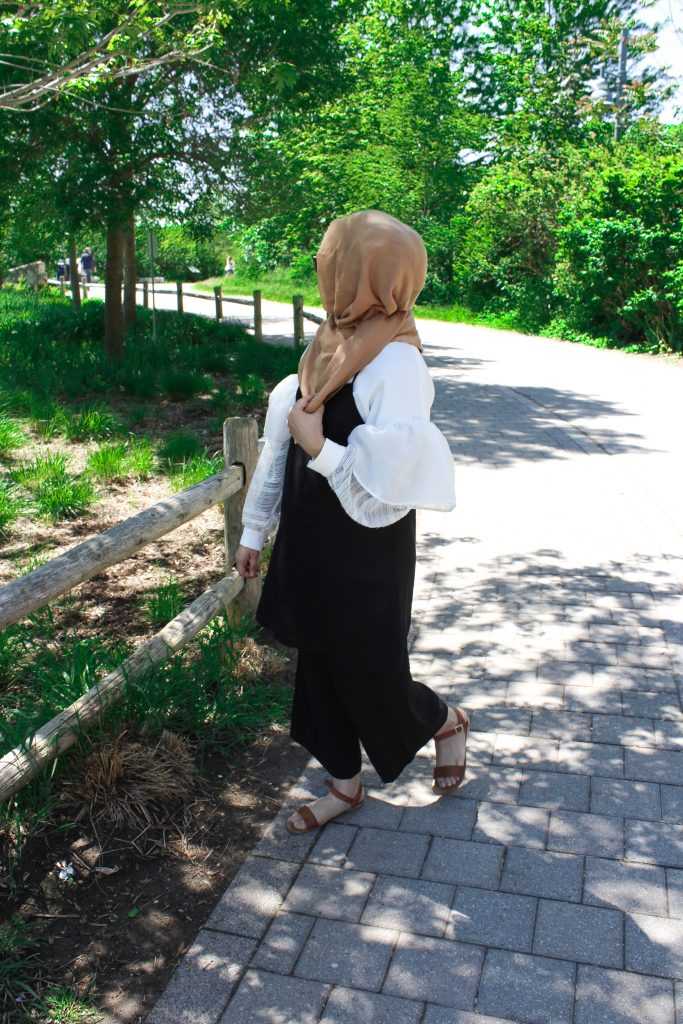 how to style sleeveless dress with hijab